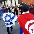 مشجع تونسي يلح اسرائيلي لطرده