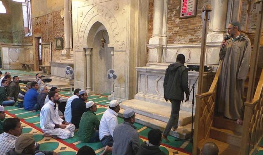 الصلاة في مساجد إيطاليا