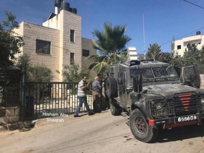 قوات الاحتلال تحاصر منزل عائلة أشرف نعالوة