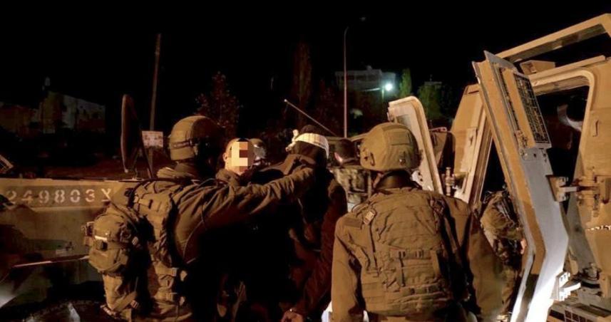 قوات الاحتلال تعتقل عدد من المواطنين