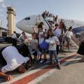 المستوطنون الصهاينة يدنسون تراب فلسطين