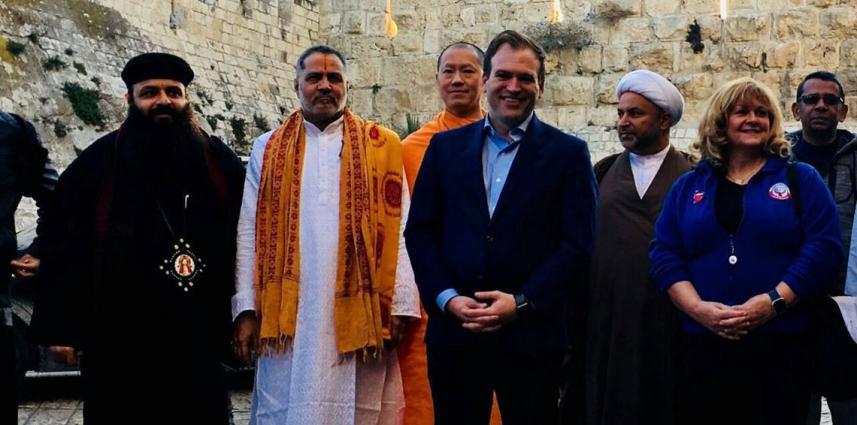 جمعية هذه هي البحرين خلال زيارتها التطبيعية للكيان الصهيوني