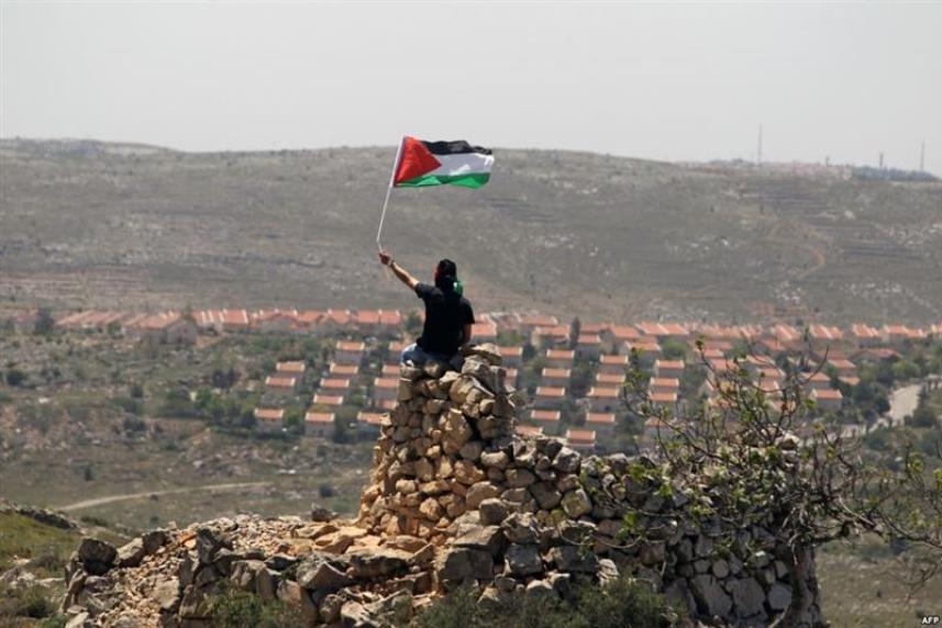 العلم الفلسطيني عاليا.. فوق المستوطنات