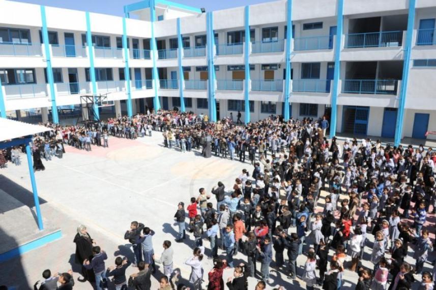 الطلاب الفلسطينيون في مدارس الأونروا بلبنان