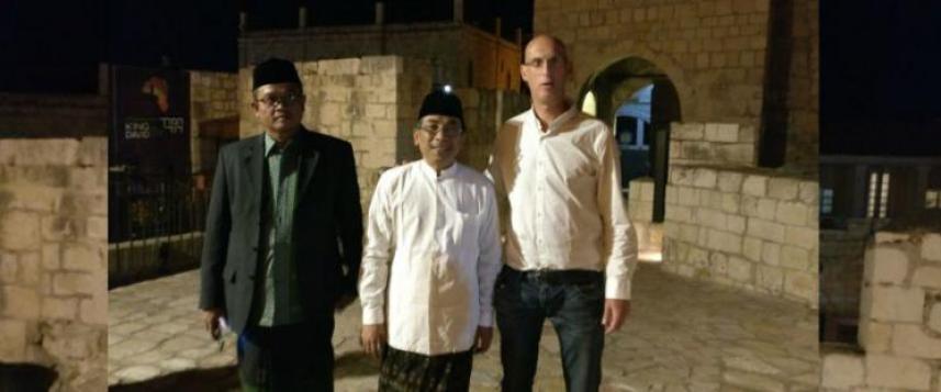 وفد اندونيسي برئاسة الشيخ يَحْيَى خليل
