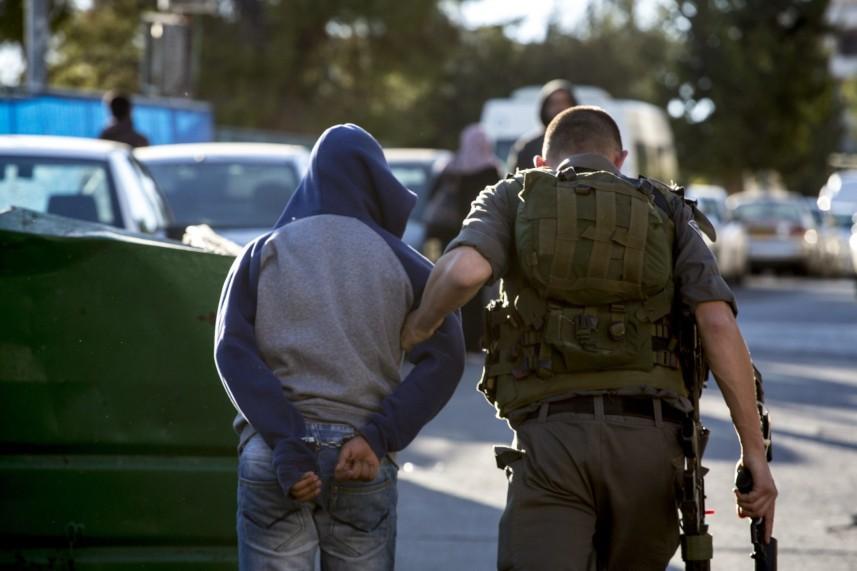 اعتقال فلسطيني بزعم محاولته طعن