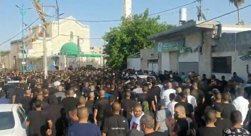 الألاف يشيعون الشهيد حسونة في مدينة اللد