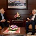 عباس في استقبال رئيس لجنة الانتخابات حنا ناصر