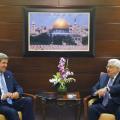 وزير الخارجية الأميركي جون كيري والرئيس الفلسطيني محمود عباس