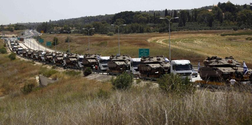 """جيش العدو """"الإسرائيلي"""" خلال انسحابه من قطاع غزة (أرشيف)"""